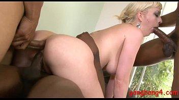 Chaude blonde pilonnée