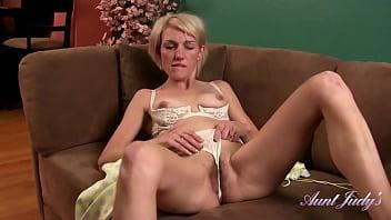 Real Amateur MILF Skyler (Silk Robe Masturbation)
