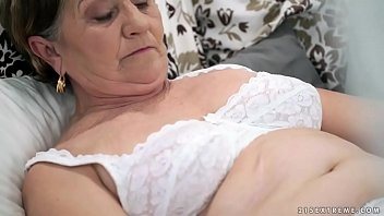 Video sex hot Old hairy pussy filled with young cock HD online