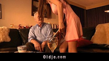 Grandpa gives ass-fuck to young Alice 6 min