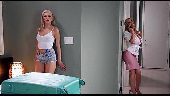 Two blonde milfs tribbing