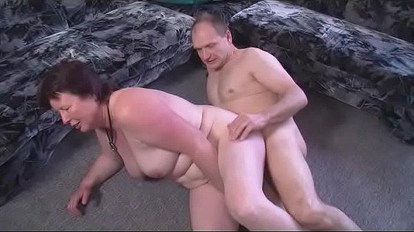 Geile Milf betrügt ihren Ehemann