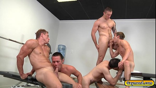 Gym buddies goes for some hot gay sex - XNXX.COM