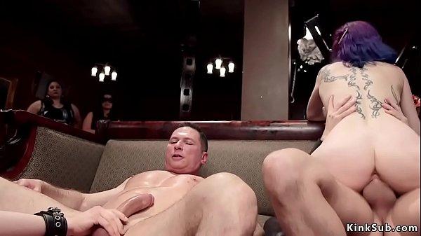 Unterwürfige MILF Holly Heart und Teen Kasey Warner auf BDSM-Party