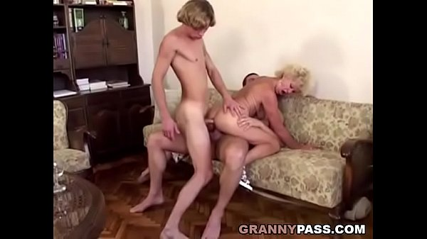 Amateur mature women in bras
