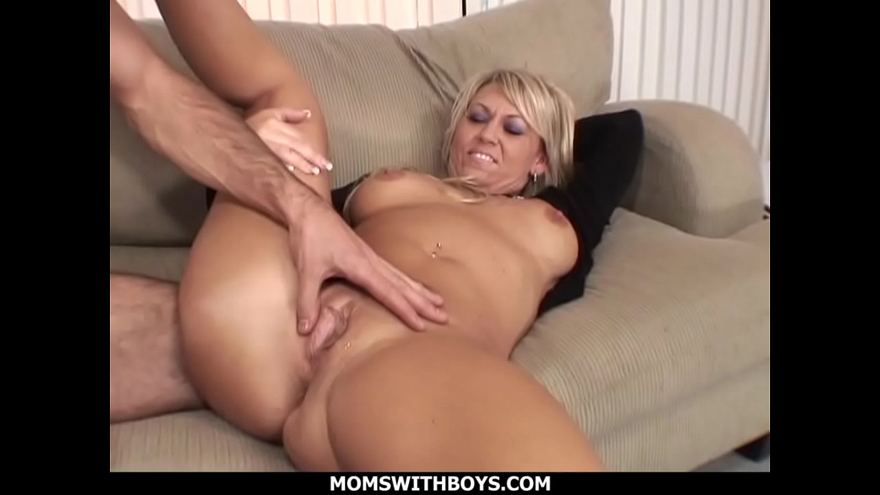 Blonde mom fucked hard Momswithboys Hot Blond Mom Anal Couch Fucked By Young Hard Cock Xvideos Com