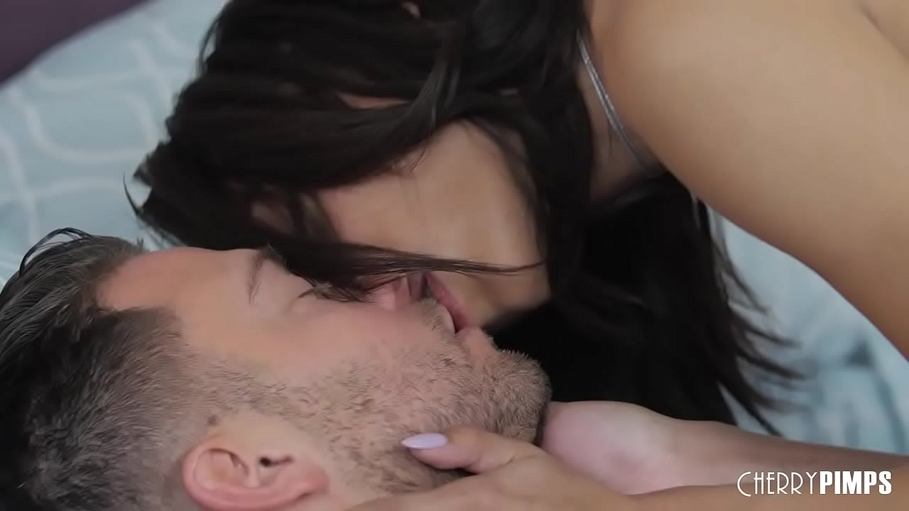 Ebony Brunette Giving A Blowjob Before Hardcore Cowgirl Sex