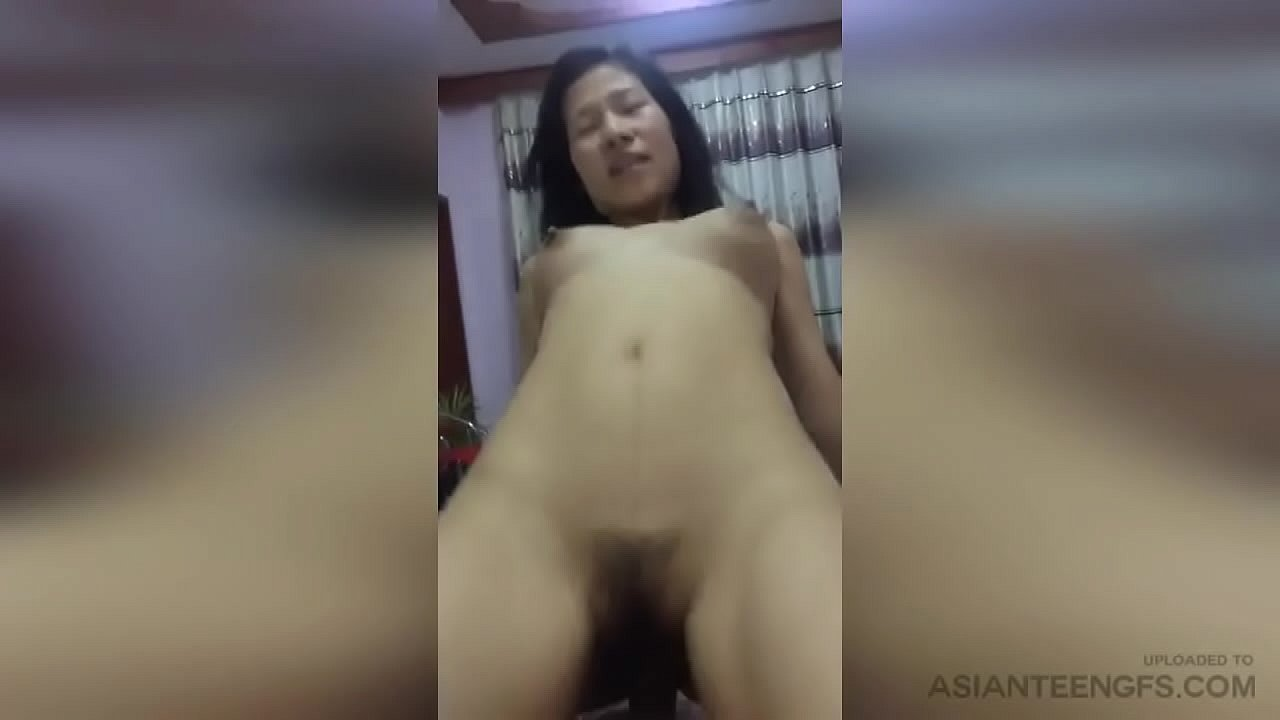 (Amateur) Real Chinese girlfriend is having sex in her lover's house