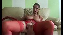 sexy madura masturba con traje rojo