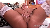 Blonde trashy babe filling her fuck hole with h...