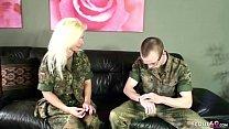 German MILF - Deutsch Reife Frau hilft jungen T...