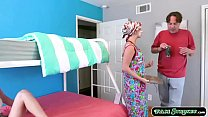 Stepteen is caught by her mum twerking while fi...