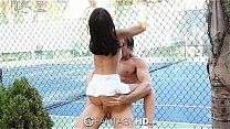 tenis girl Dillion Harper gets it on court