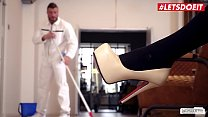 BUMS BUERO - Hot Sex At The Office With A Delic...