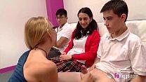 Daniela (38) shows Jordi (18) how a squirt is made