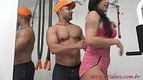 Novinha fazendo sexo com homem musculoso