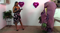 La Vore Girl auditions new monster pet!