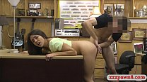 Natural tits and brunette babe gives a nice blo...