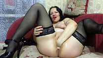 A mature BBW makes herself fisting, expands her...