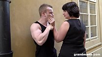 Mom gets her fix on with a young muscly dude