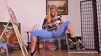 Piss Drinking - Hot babe has fun drinking and g...