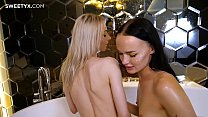 Threesome sex in Jacuzzi Party