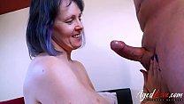 Horny mature lady seduced handy man and got fucked