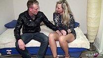 Reife deutsche Hausfrau voegelt mit dem jungen ...