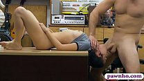 Pretty teen babe gives a nice blowjob and gets ...