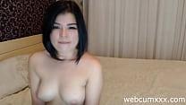 Азиатка в чулках шалит на камеру