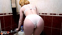 Redhead Teen Play Pussy Water Jet in the Bathro...