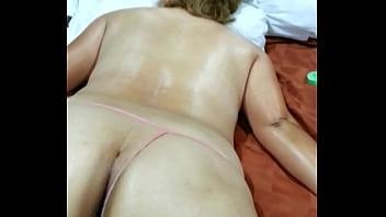 Masaje con aceite a mi mujer porno Masaje Culo Search Xnxx Com