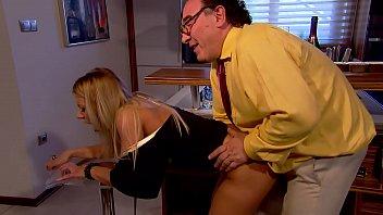 Sekretärin gefickt ihr Chef