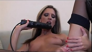 Watch Lesbiche e modelle (Film Completo) preview