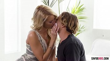 Beautiful hot cougar Jessica Drake really loves handsome y. men