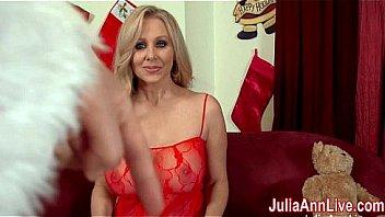 Busty Milf Julia Ann est...