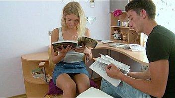発育がいい中高生の妹を調教し、愛撫からイラマチオ