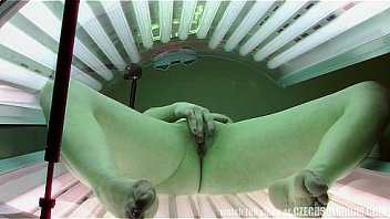 Teen plays with pussy in tanning bed