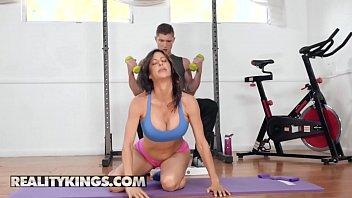 Moms Home Gym - Reality Kings