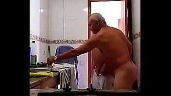 Delicia de coroa enrabando o cuzinho do seu macho