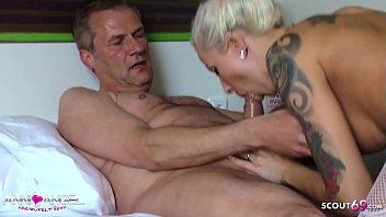 Junge deutsche Hure Anni Angel treibt es mit alten Freier im Hotel - German Hooker