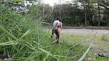 Casal fodendo no mato é flagrado sem ser percebido