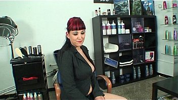 Fucking the ass of a hot curvy girl on the hairdressing