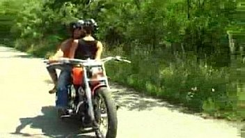 Driving with her is dangerous, better stop the motorcycle and fuck her! - sex video