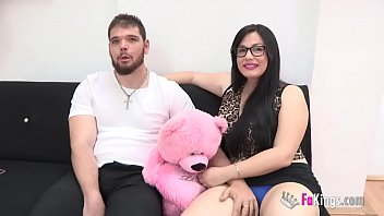 Cristian, a CUKOLD who is the boyfriend of Noe, comes to sell her girlfriend.