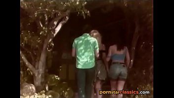 Blonde and brunetes fuck in vintage porn passage