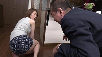 夫の健二が上司の藤川を家に連れてきた。もともと健二と同じ会社で働いていた麻友子は愕然とする。