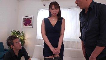 再婚してセックスレスの人妻、優木なお31歳。ドマゾな奥様は欲求不満を解消しようとアブノーマルなプレイを要求。羞恥オナニーで発情し、X拘束され、電マ、バイブで激しくイカされまくり、腰をくねらせ欲情が止まらない。