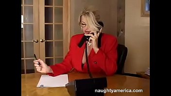 Vicky Vette en la oficina