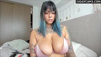 tattooed big tits camgirl
